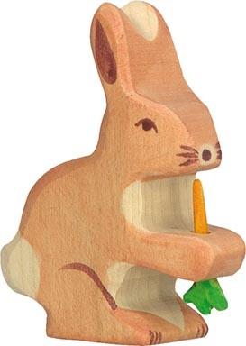 Holztiger Hase mit Karotte